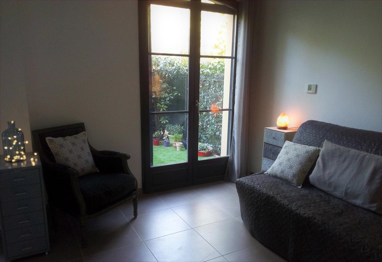 Cabinet de psychologie à Aix-en-Provence, espace pour thérapie de couple et consultation individuelle.