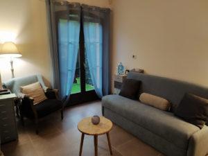 Cabinet de psychologie à Aix-en-Provence, espace pour thérapie de couples et consultation collective.